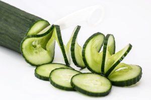Potong timun atau rebus licorice (akar manis) di dapurmu