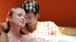 Air akan sangat membantumu dalam meningkatkan hasrat seksual pasanganmu