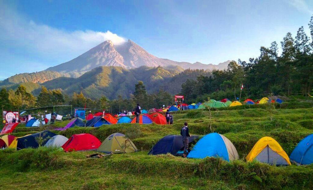 Menikmati Pemandangan Kota Yogyakarta dari Watu Tapak Camp Hill