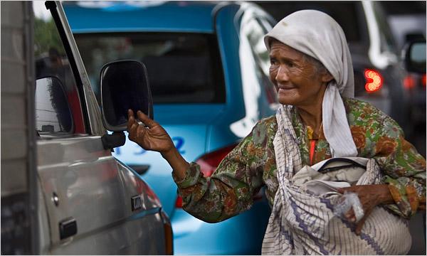Kisah Ibu 79 Tahun yang 'Gemar' Mengemis