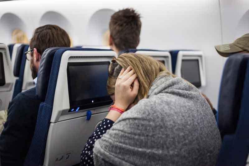 Berikut Cara Mengatasi Telinga Berdengung saat Naik Pesawat