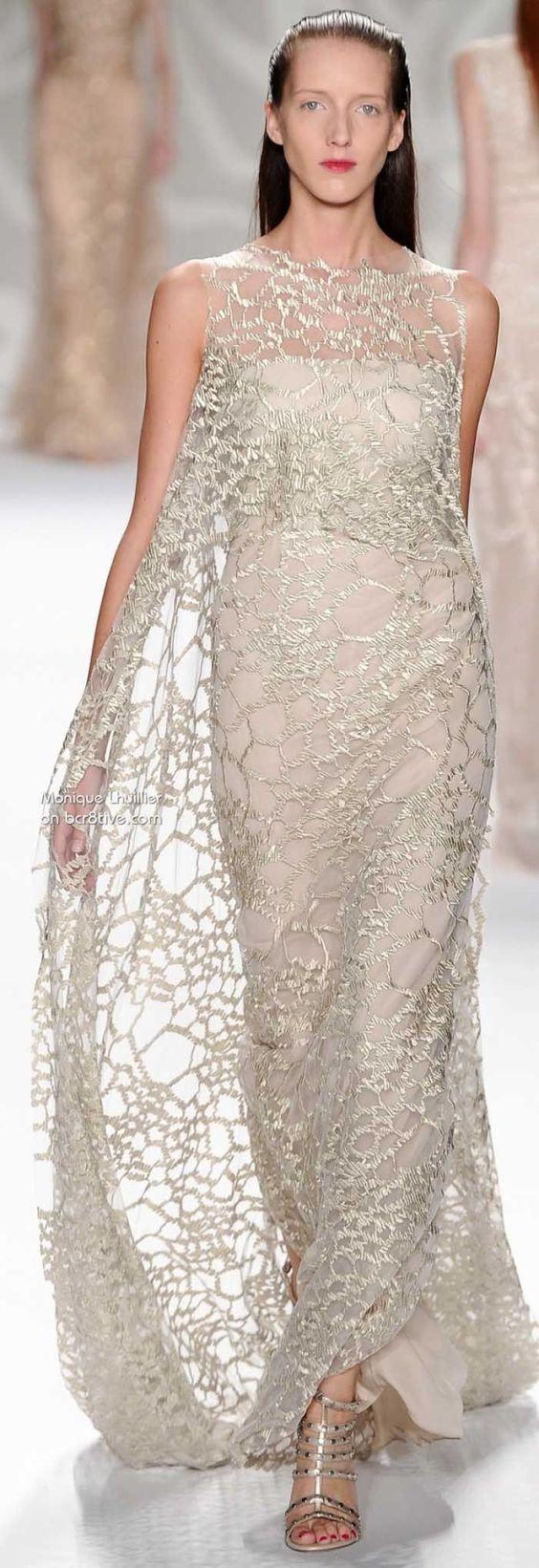 monique lhuillier - simple gowns