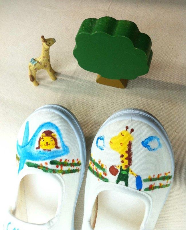 q+j手绘童鞋~长颈鹿.飞行员小熊的航程 附可爱的束口袋唷!
