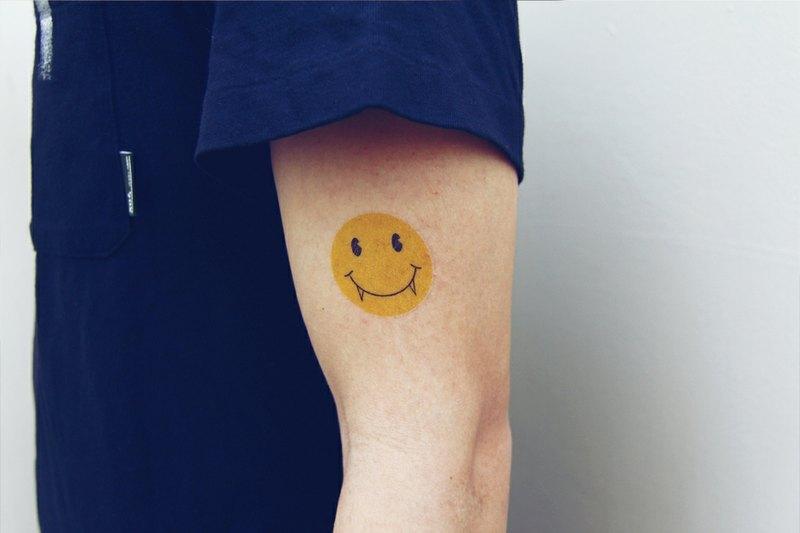 纹身字母设计笑脸分享展示