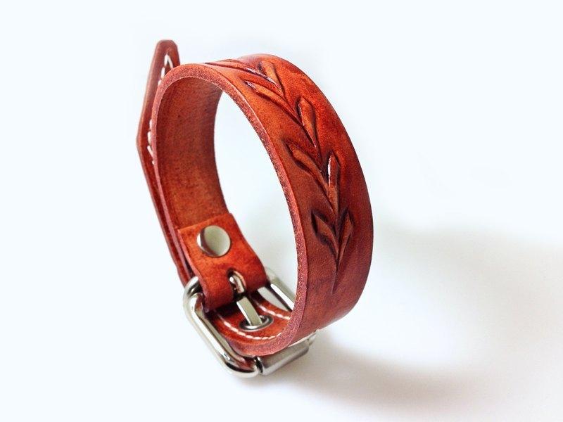 皮带式皮雕手环 ::. +花草图腾