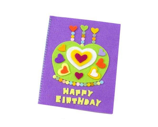 《生日卡》设计活动意在让幼儿体验活动的快乐,愿意关爱他人,幼儿园
