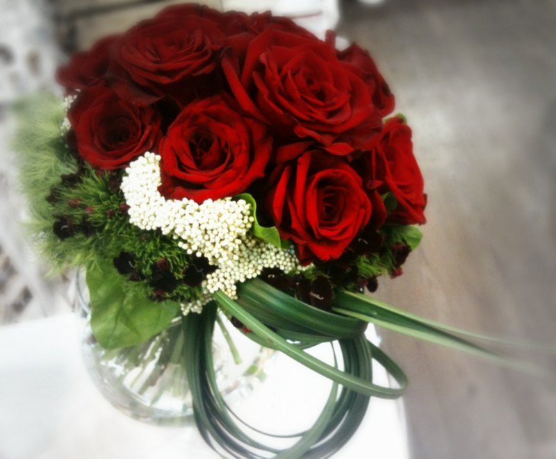 摩登时尚红玫瑰新娘捧花