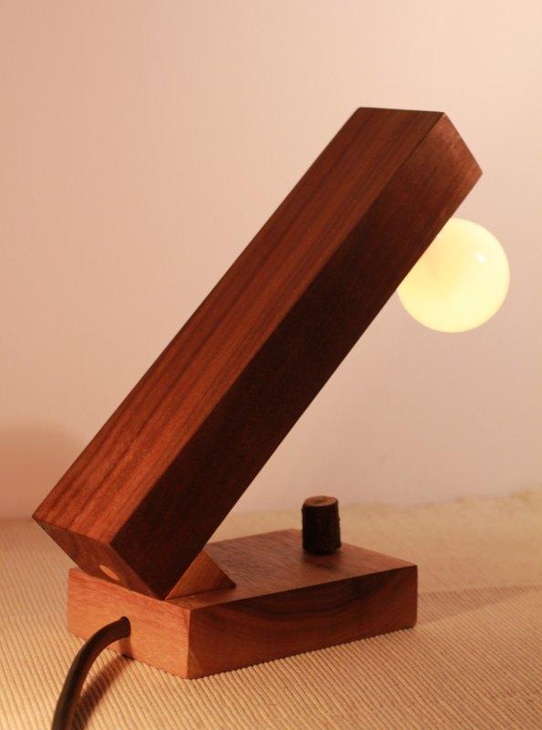 胡桃木小台灯