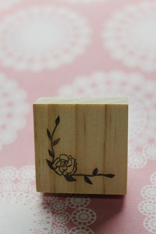 木头玫瑰花雕刻图片