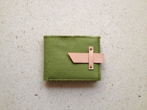 橄榄绿织布缀有牛皮短布夹