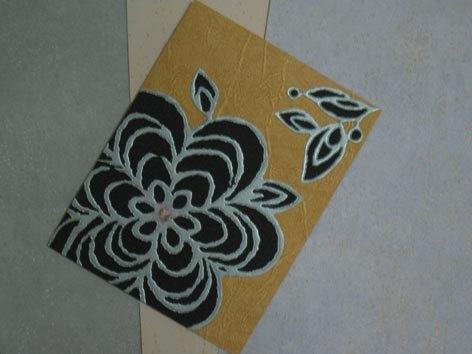 * 作品尺寸約13x17cm,附手工信封 * 卡片本身採用日本水彩紙為底,封面用特殊的壁紙剪貼而成; 原本平淡的壁紙經過設計及加工配色後,呈現一股非凡的精緻感~ 也因為壁紙本身取得不易,所以每種款式皆只有一張,不管要送 人或自己收藏都很適合喔~