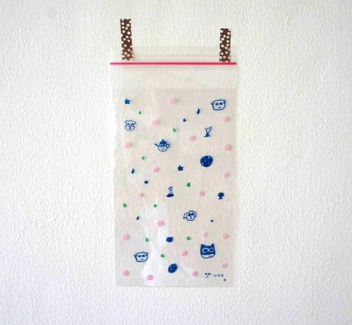 不用担心装在包装袋里的礼物会走光,因为包装上的云朵,月亮,星星