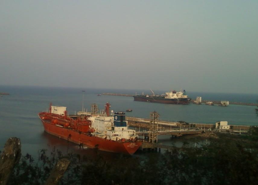 A_view_of_Vizag_Harbour_Andhra_Pradesh (1)