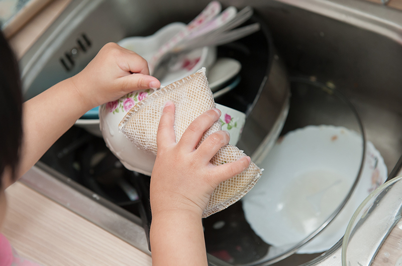singaporeschild-washing-active-kids