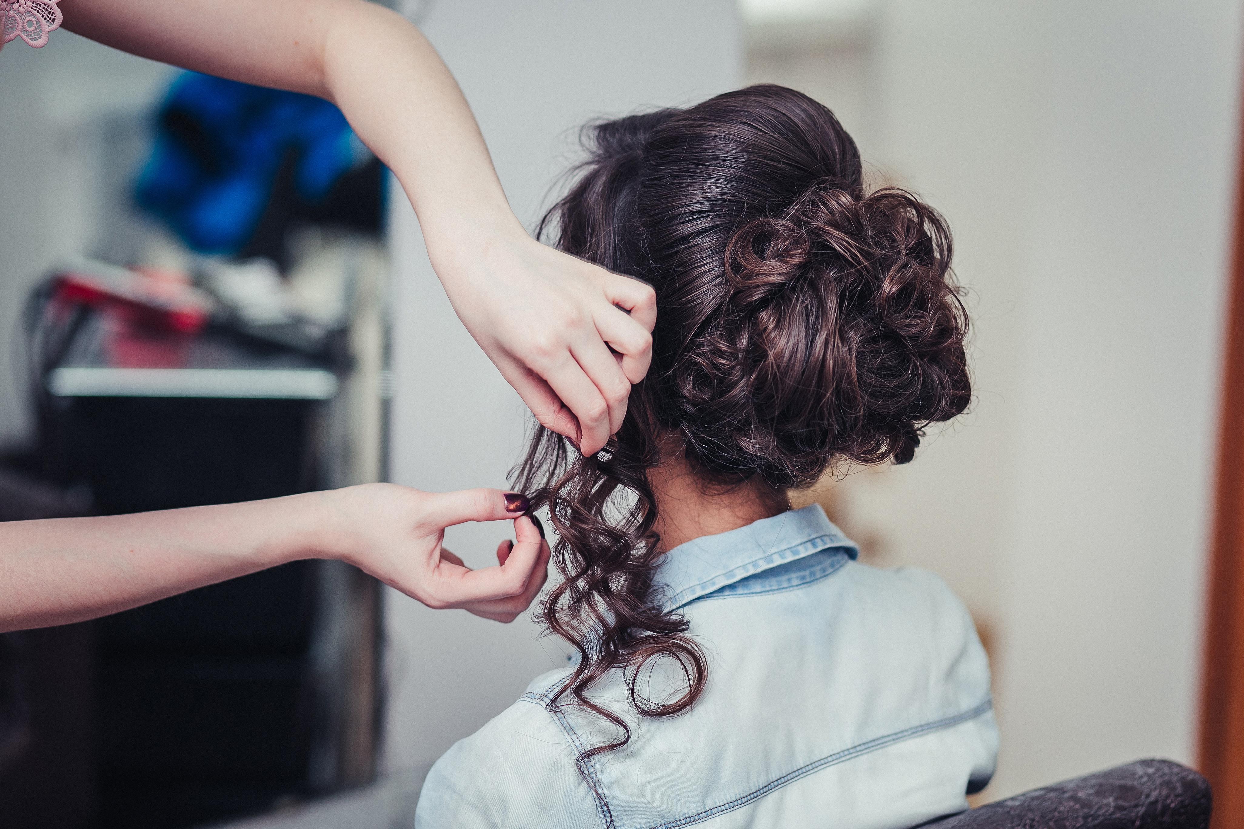 Как сделать, чтобы на волосах держались кудри - wikiHow 14