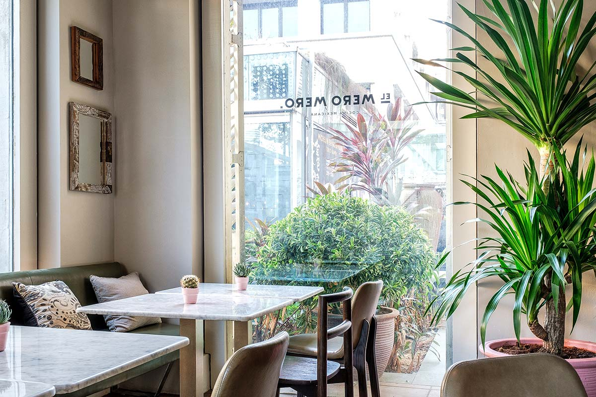 SquareRooms-El-Mero-Mero-dining-table