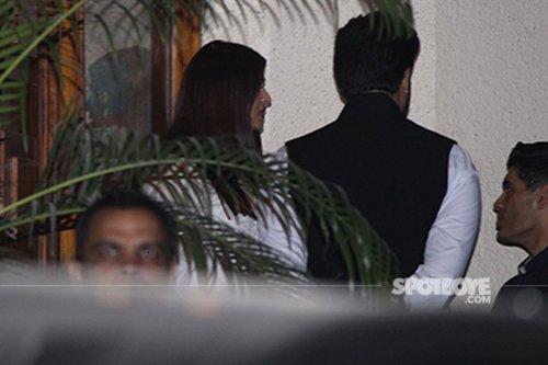Aishwarya and Abhishek dropping off the guest.jpg