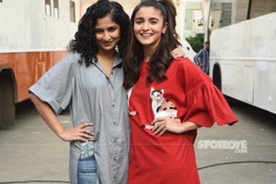 Alia Bhatt and Gauri Shinde at Dear Zindagi Promotions.jpg