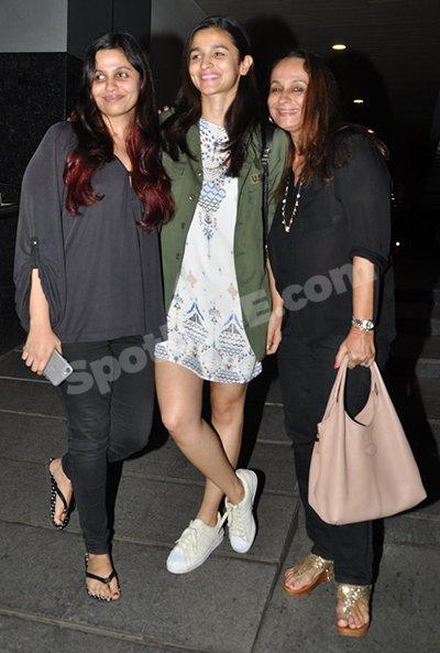 Alia  bhatt family.jpg