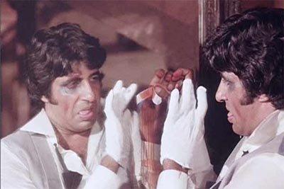 Amitabh-Bachchan in Amar Akbat Anthony.jpg