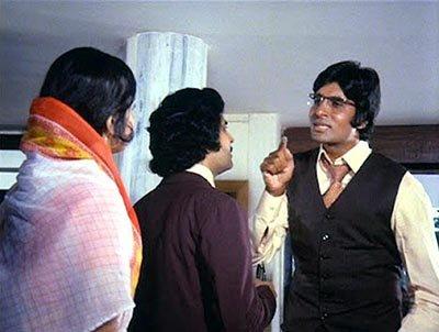 Amitabh Bachchan in Chipke Chipke.jpg
