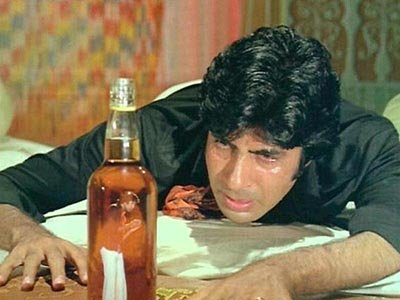 Amitabh Bachchan in Sharaabi.jpg