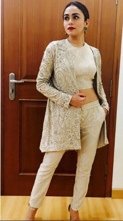 Amruta Khanvilkar hot bosy.jpg