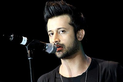 Atif Aslam singing a song.jpg