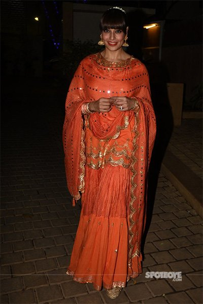 Bipasha Basu at a diwali celebration.jpg
