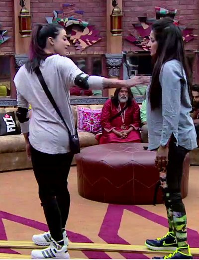 Capture-bani pushing mona.PNG