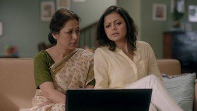 Drashti Dhami with on-screen mother in Pardesh Mai Hai mera Dil.jpg