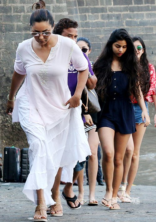 Gauri Khan and Suhana Khan spotted at Alibaug.jpg