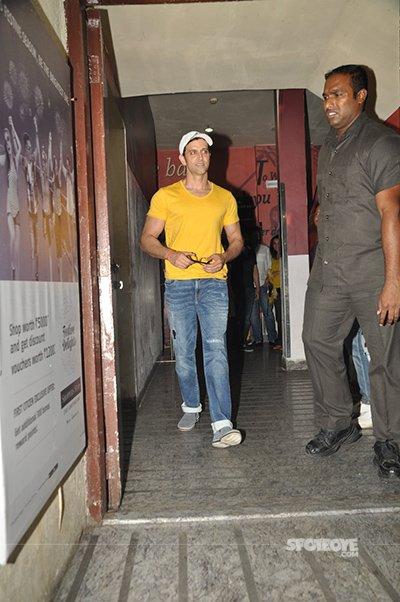 Hrithik-at-Shivaay-Screening-in-car.jpg