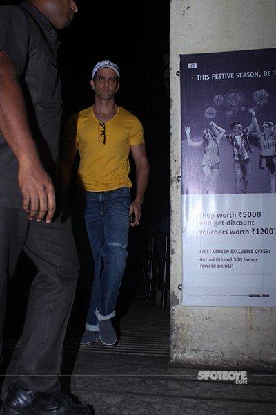 Hrithik-at-Shivaay-Screening-pvr.jpg