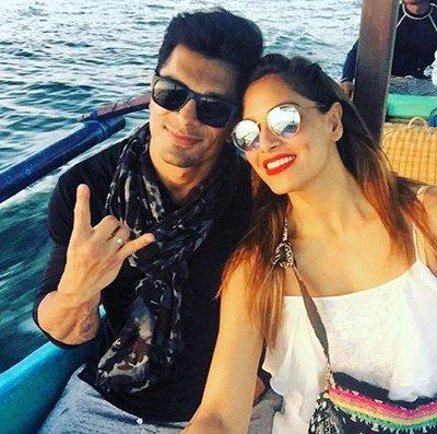Karan Singh Grover and Bipasha Basu holidaying 1.jpg