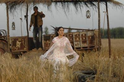 Kareena Kapoor - Geet leaves her boyfriend for Shahid, Jab We Met.jpg