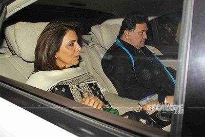 Neetu Kapoor and Rishi Kapoor at Amitabh Bachchan Diwali bash 2016.jpg