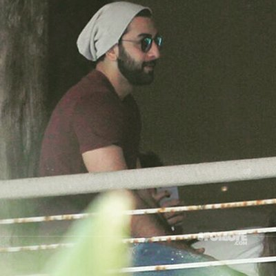 Ranbir Kapoor at Alibaug celebrating Shah Rukh Khan's 51st Birthday.jpg
