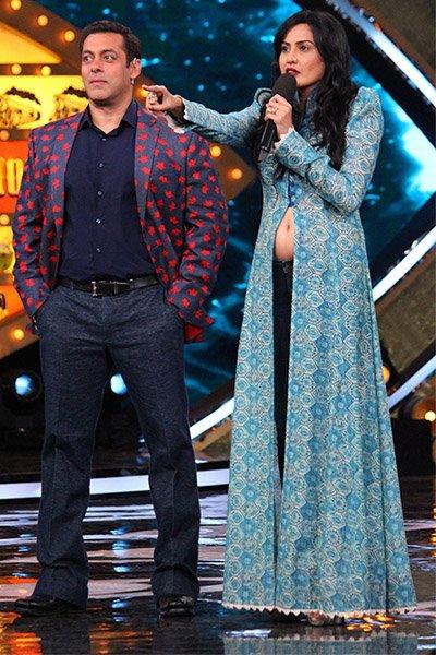 Salman Khan and Kamya Punjabi on weekend ka Vaar on Bigg Boss 10.jpg