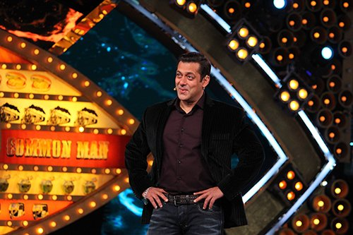 Salman Khan smiling on Bigg Boss 10 sets.jpg