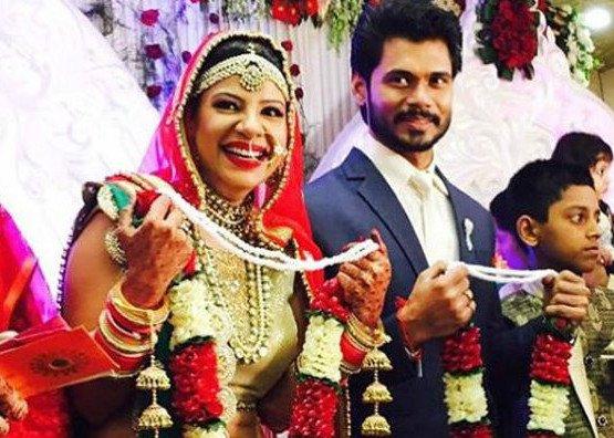 Sambhavna Seth and Avinash Dwivedi.jpg