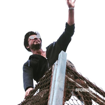 Shah Rukh Khan at Mannat waving to his fans.jpg
