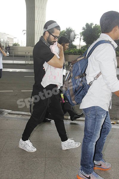 Shahid Kapoor and Daughter.jpg