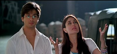 Shahid Kapoor and Kareena Kapoor Khan Ratnam ki Galli Jab we Met.png