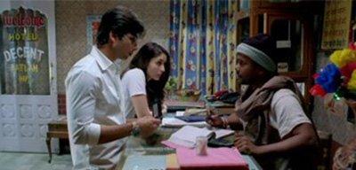 Shahid Kapoor and Kareena Kapoor Khan in Hotel Decent Jab We met.jpg
