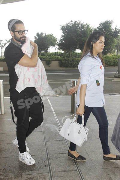 Shahid Kapoor and Mira Rajput and Daughter.jpg