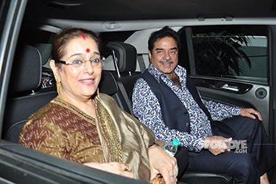 Shatrugan Sinha with wife.jpg