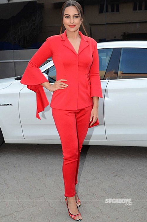 Sonakshi Sinha snapped at Force 2 promotions.jpg