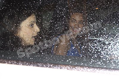 Sonakshi Sinha when she was leaving Bunty Sajdeh birthday party.jpg