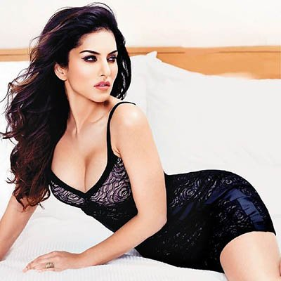 Sunny Leone on bed.jpg